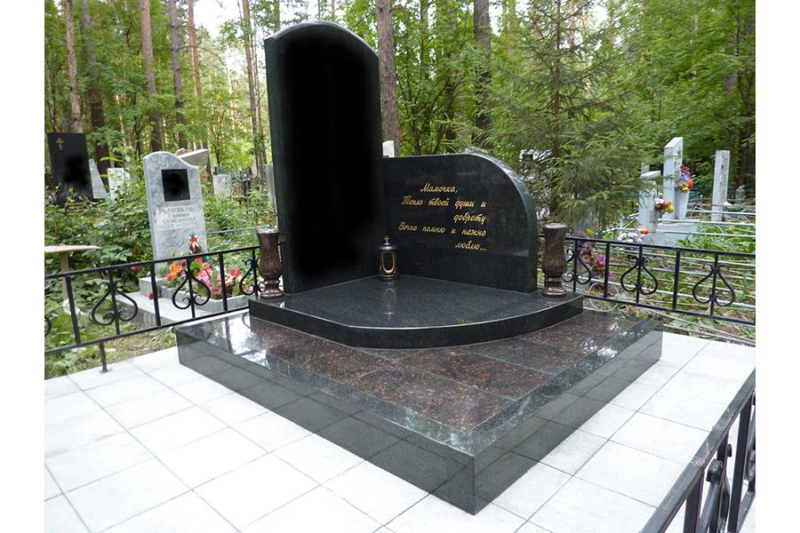 Памятник из цветного гранита Березники памятник на могилку Городовиковск